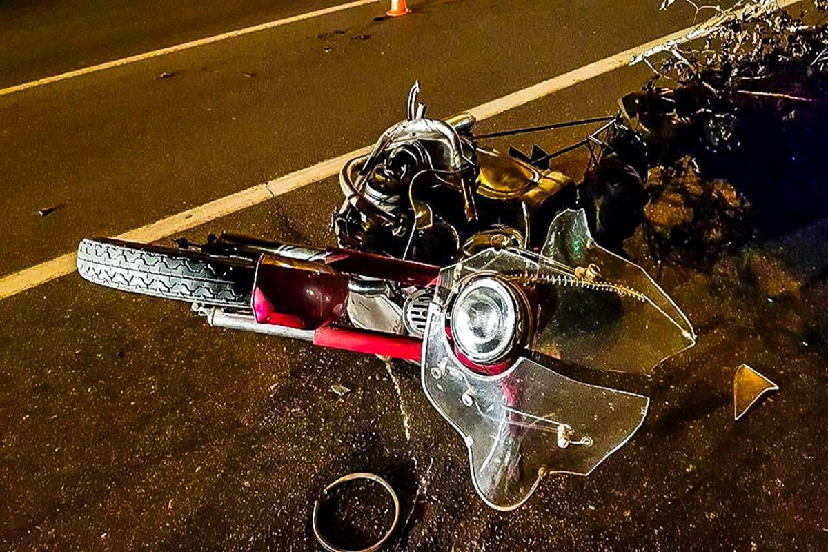 Мотоцикл двигался на большой скорости и не справился с управлением