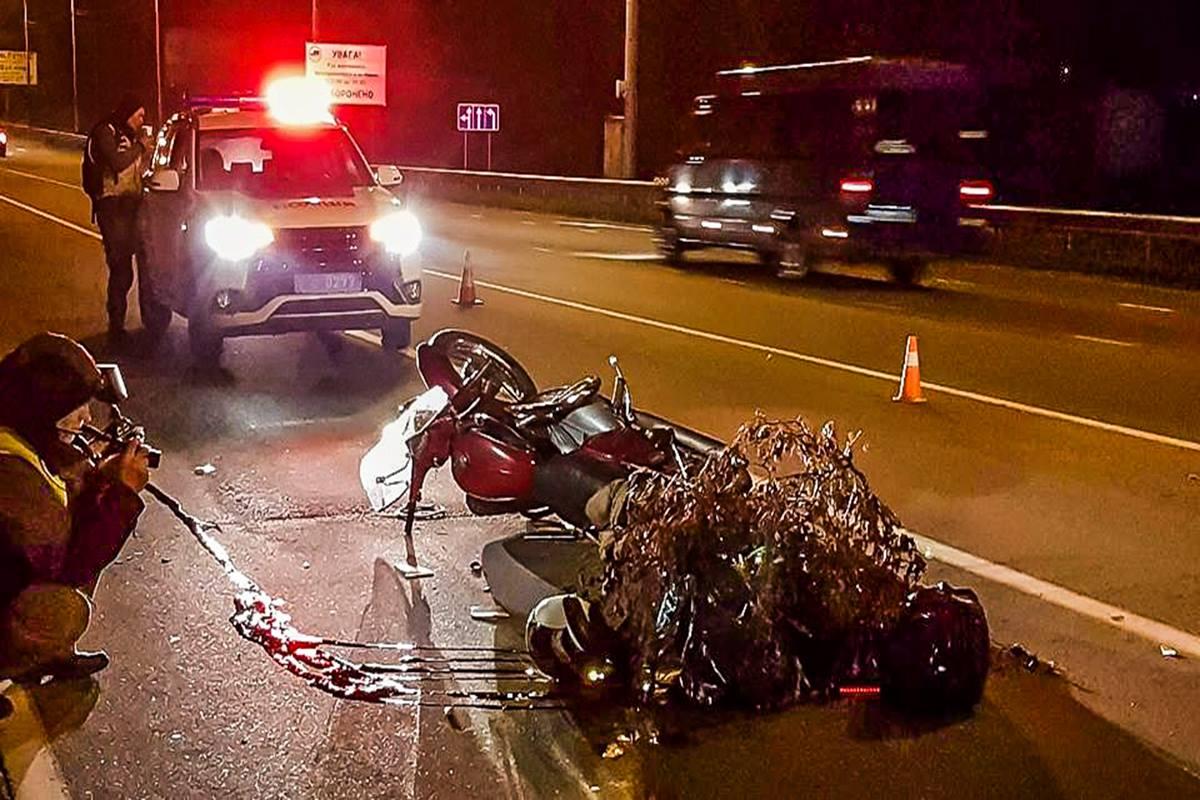 При въезде в село Новые Петровцы мотоциклист на полном ходу врезался в грузовое авто