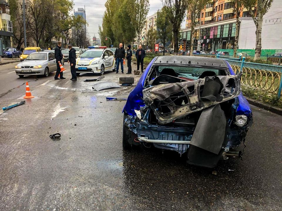У автомобиля разбита даже задняя сторона