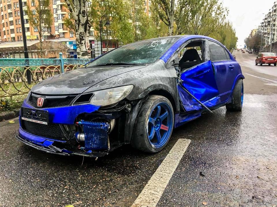 Автомобиль раскрутило через три полосы движения