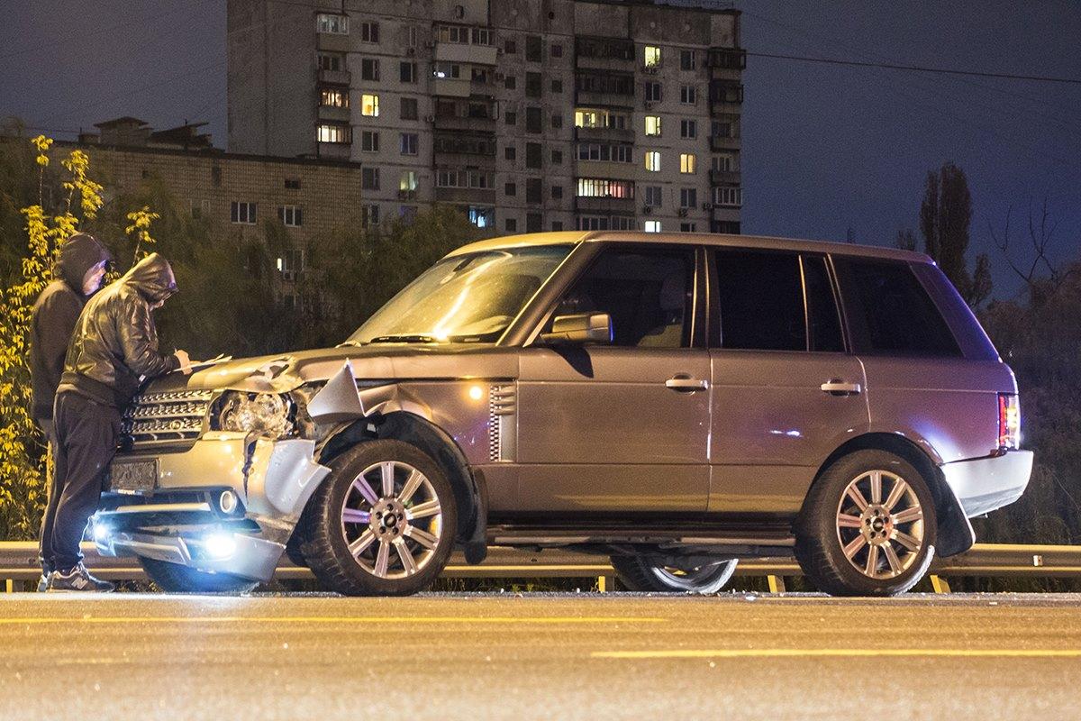 Пьяное ДТП: Range Rover насмерть сбил пешехода вКиеве