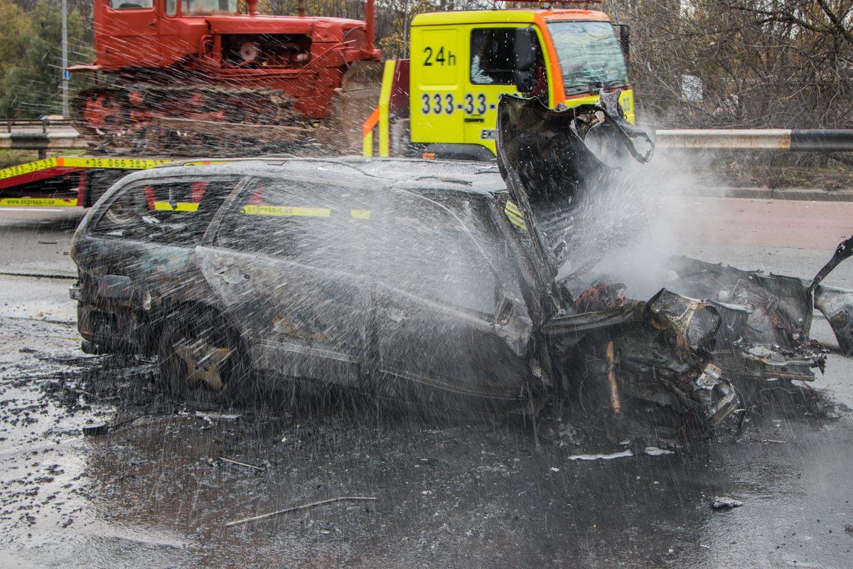 Прохожие успели вытащить водителя до возгорания в авто