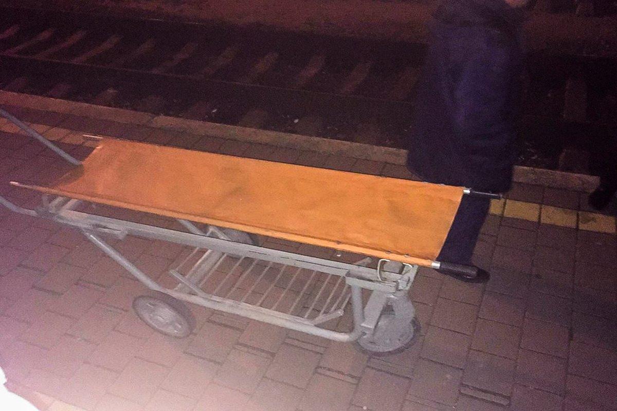 """В поезде """"Киев-Херсон"""" умер пассажир. Состав не успел отправиться с платформы."""