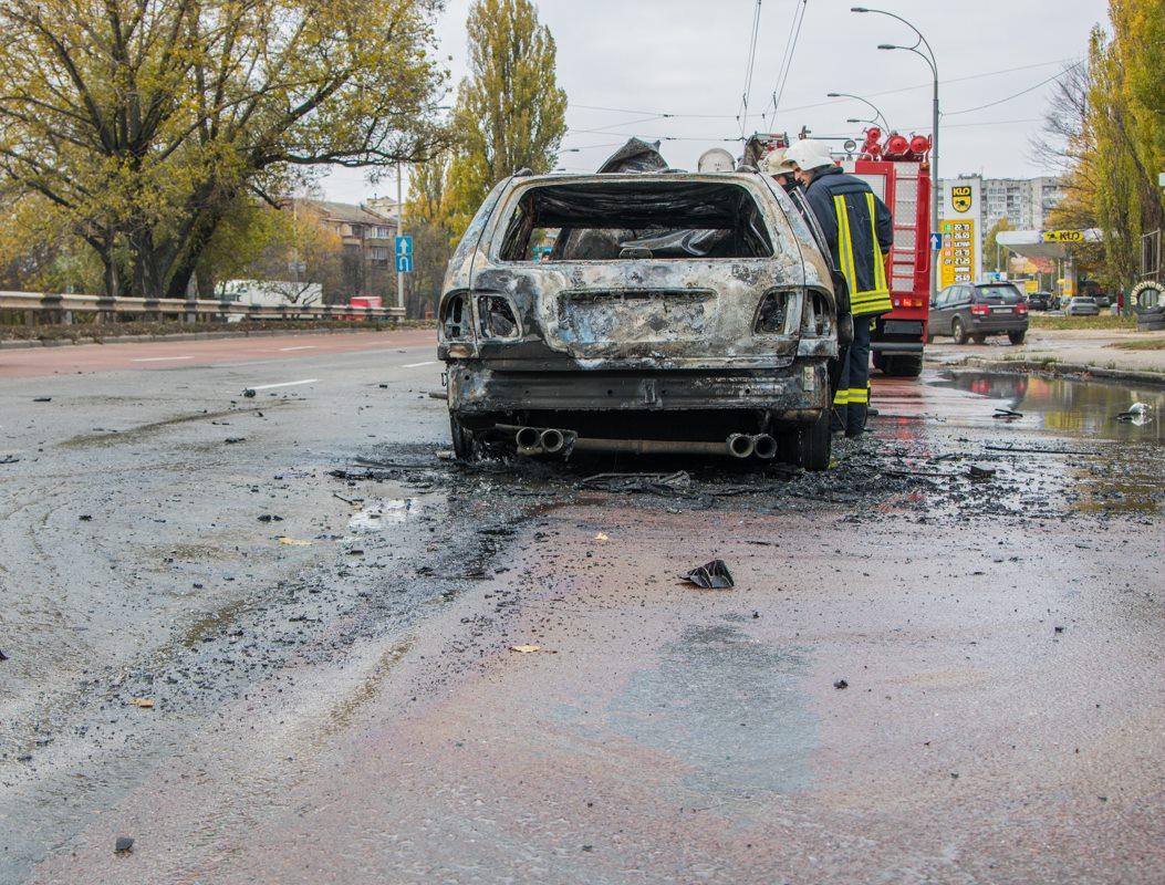 На дороге следы топлива от пострадавшего авто