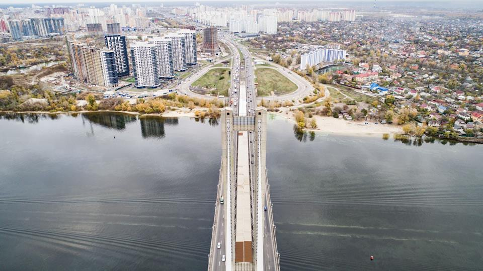 Южный мост - одно из главных транспортных соединений двух берегов столицы