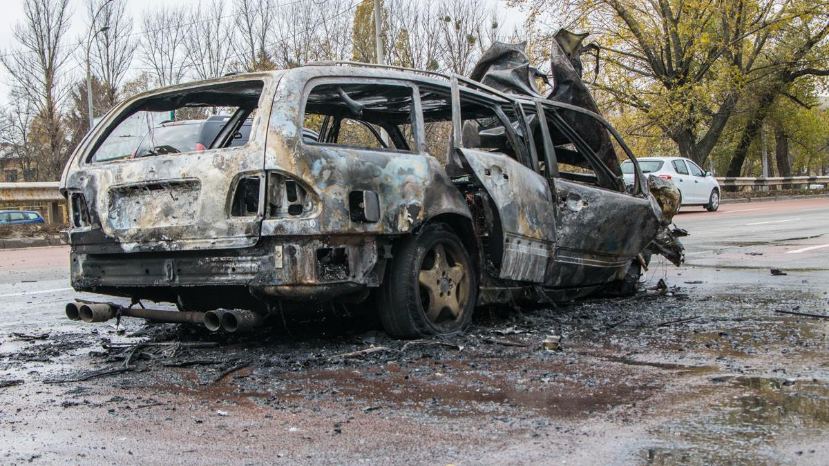 Авто загорелось с правой стороны