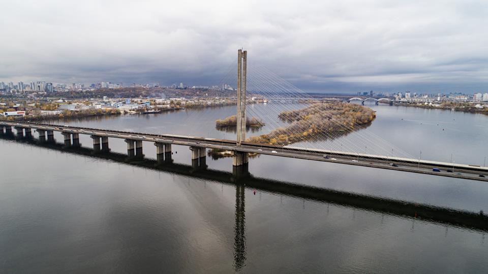 Длина Южного моста составляет 1256 м, а его ширина - 41 м.
