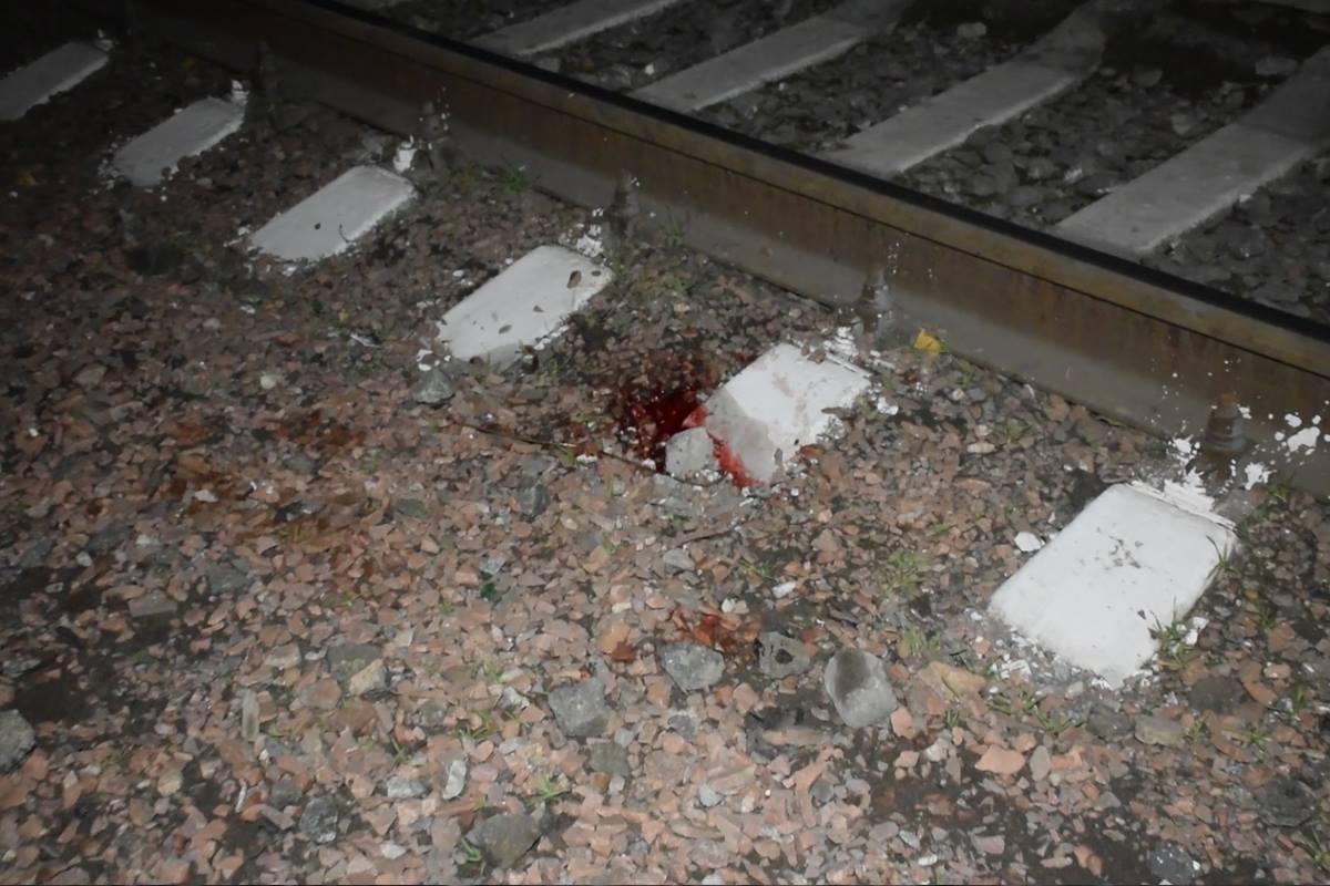 Следы трагедии остались на железнодорожных путях