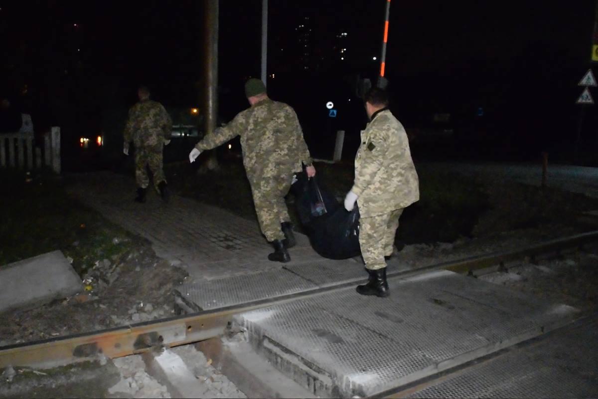 Спустя некоторое время на место инцидента приехала полиция и судмедэксперты