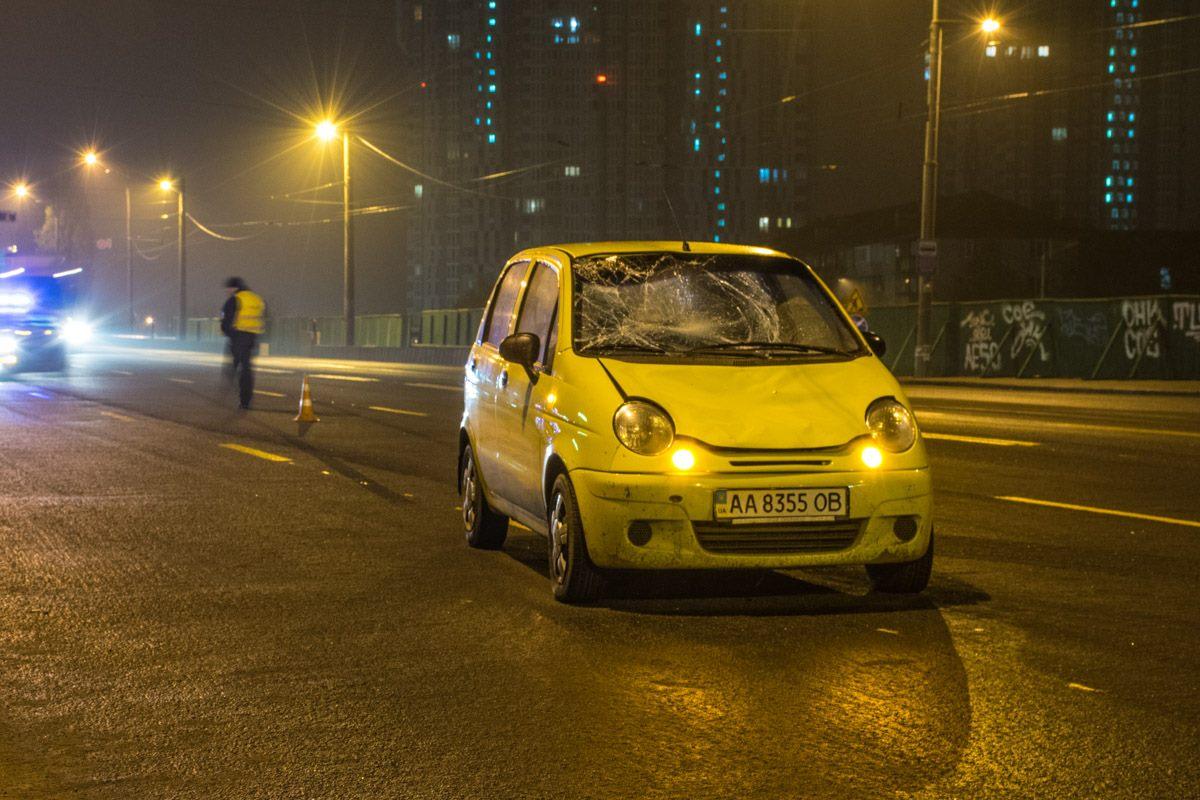 """После отъезда """"скорой"""" правоохранители вместе с водителем Daewoo Matiz приступили к оформлению ДТП."""