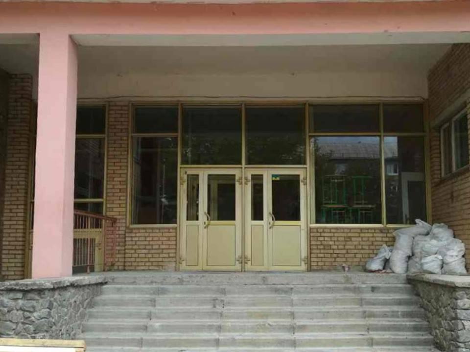 После ремонта крыльца гимназии детям с ограниченными возможностями будет легче попадать в здание
