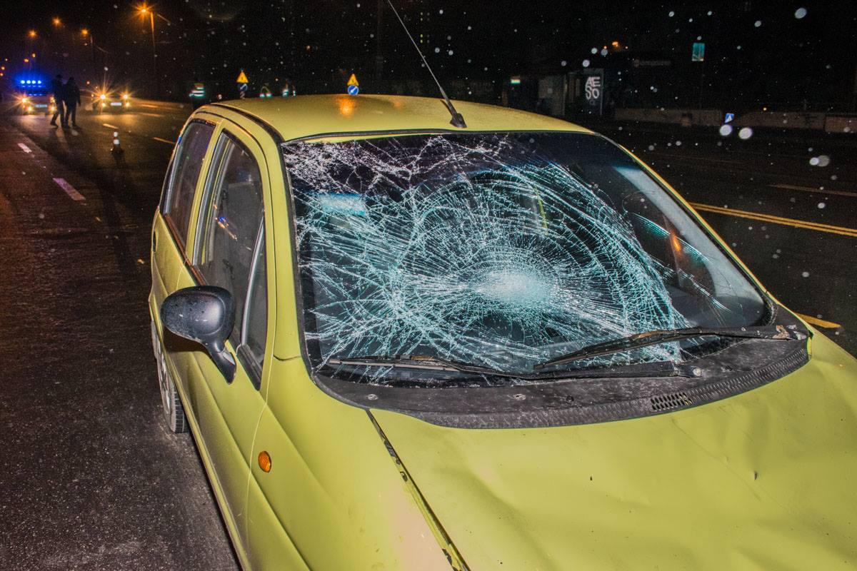 У Daewoo Matiz от столкновения с пешеходом разбито лобовое стекло