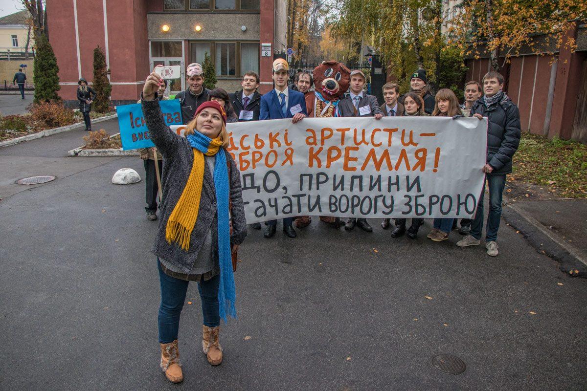 Протестующие сделали селфи на фоне ведомства и разошлись