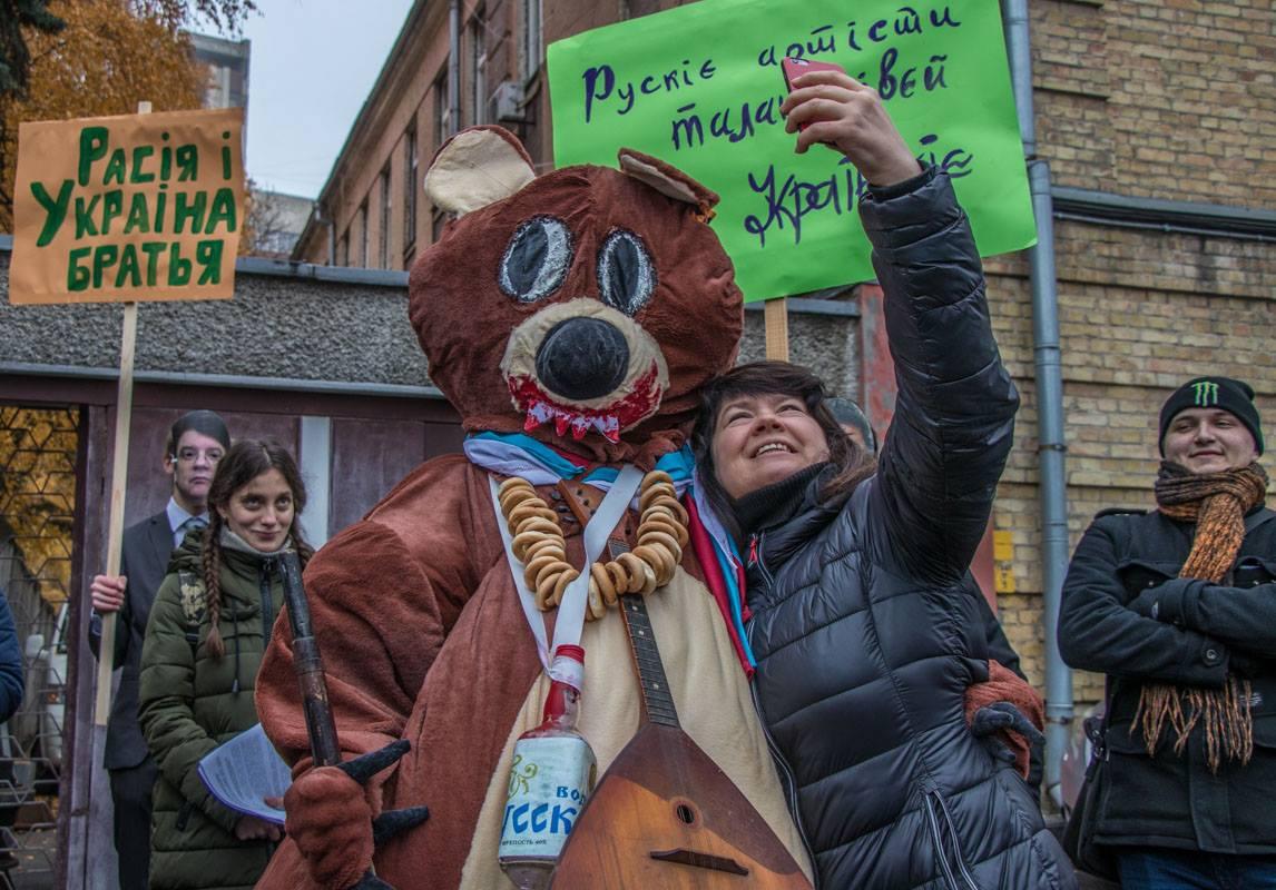 Возле здания СНБО митинговали против гастролей российских артистов в Украине