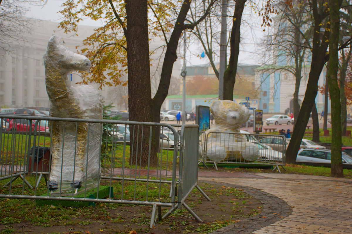 Всего в парке поселилось пять зверей и снеговик