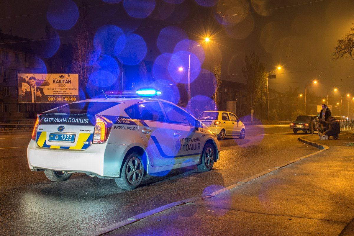 На место ДТП прибыли 2 экипажа полиции