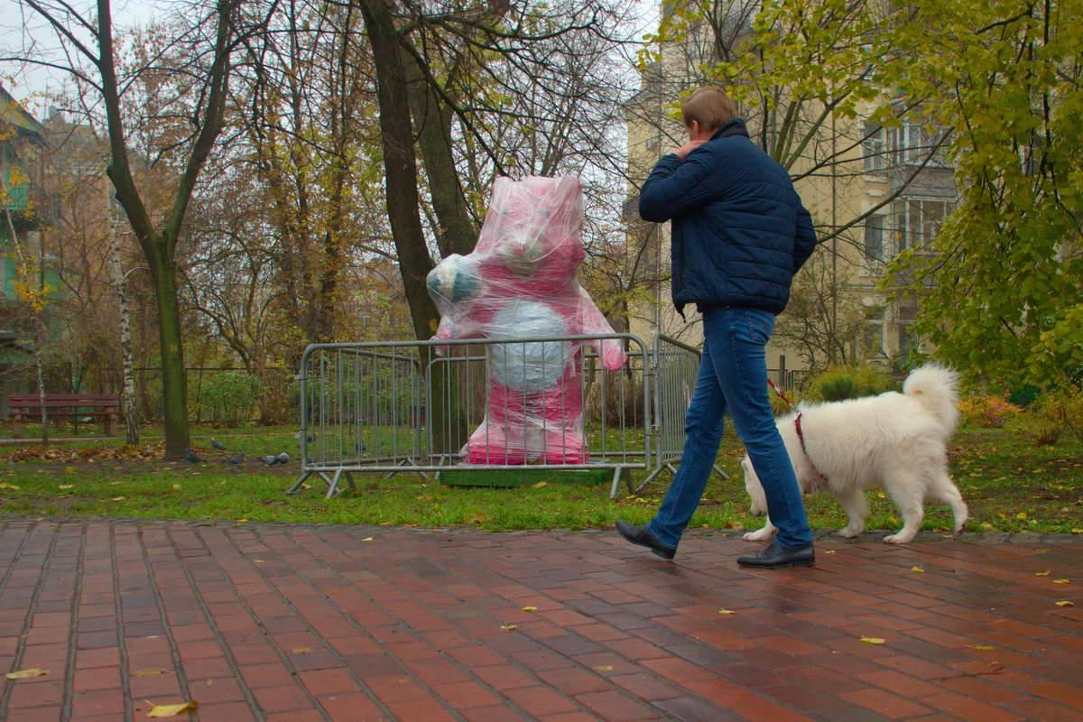 Зверей установили в парке возле Владимирского проезда