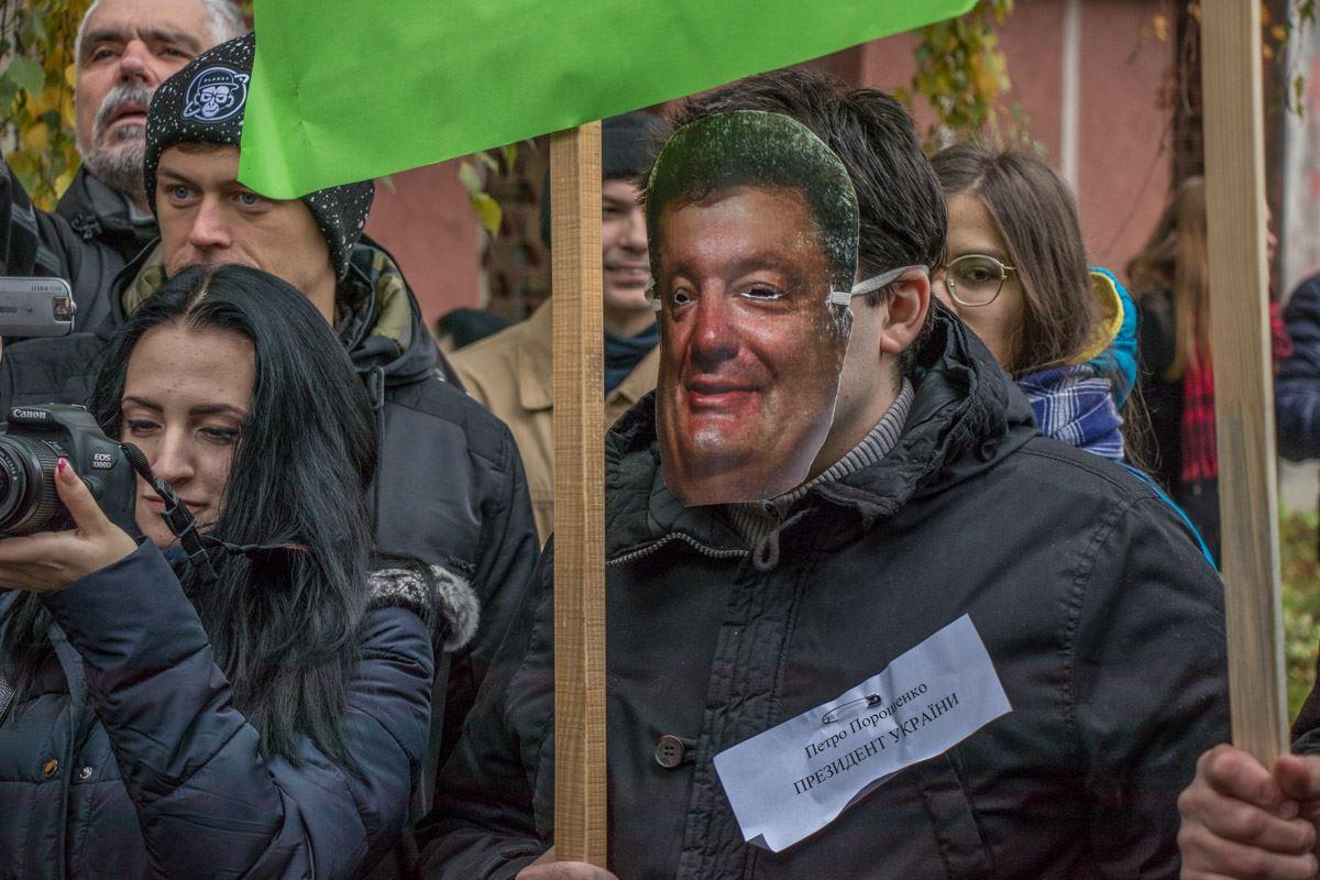 Представители общественного движения изображали президента Петра Порошенко