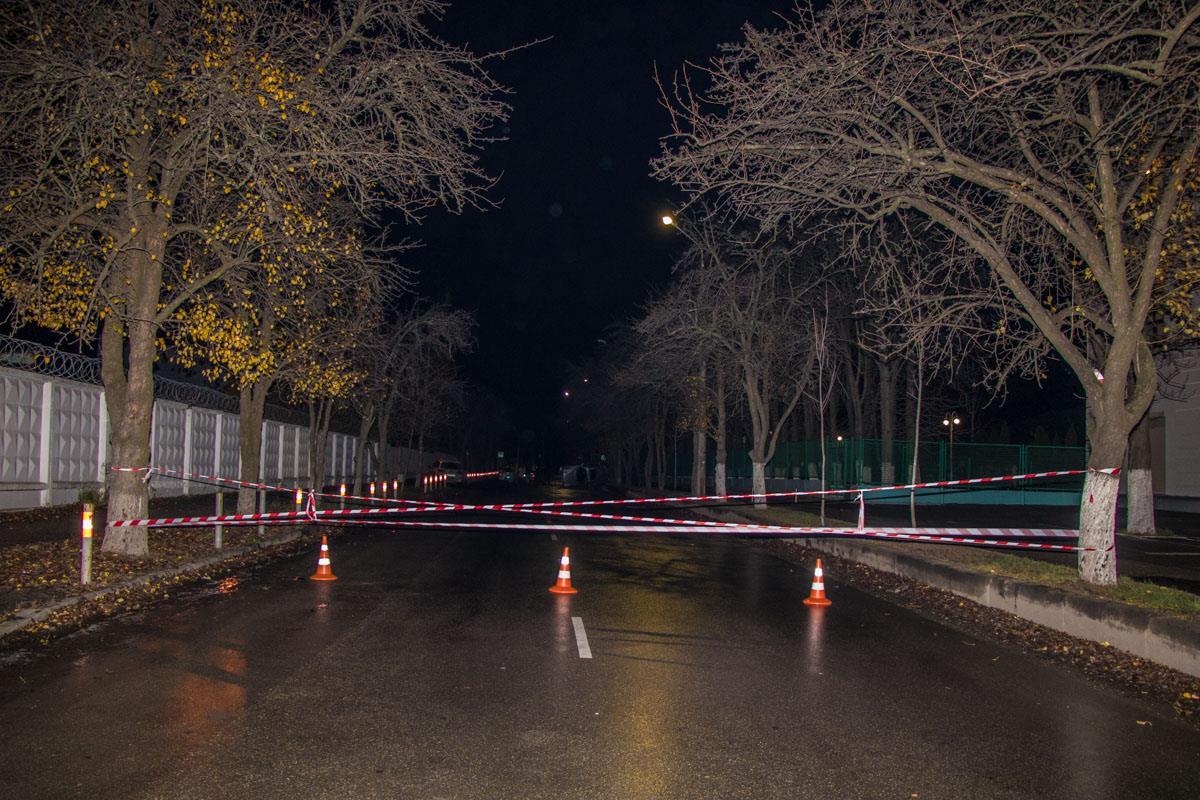 Полиция перекрыла дорогу, чтобы водители не гоняли по Казацкой и не присоединились к ДТП