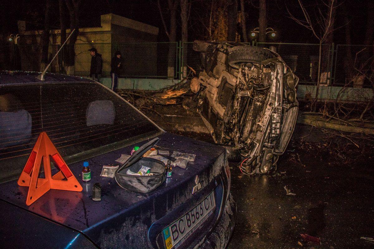 Первую помощь оказали общественные активисты, которые ночью патрулируют город