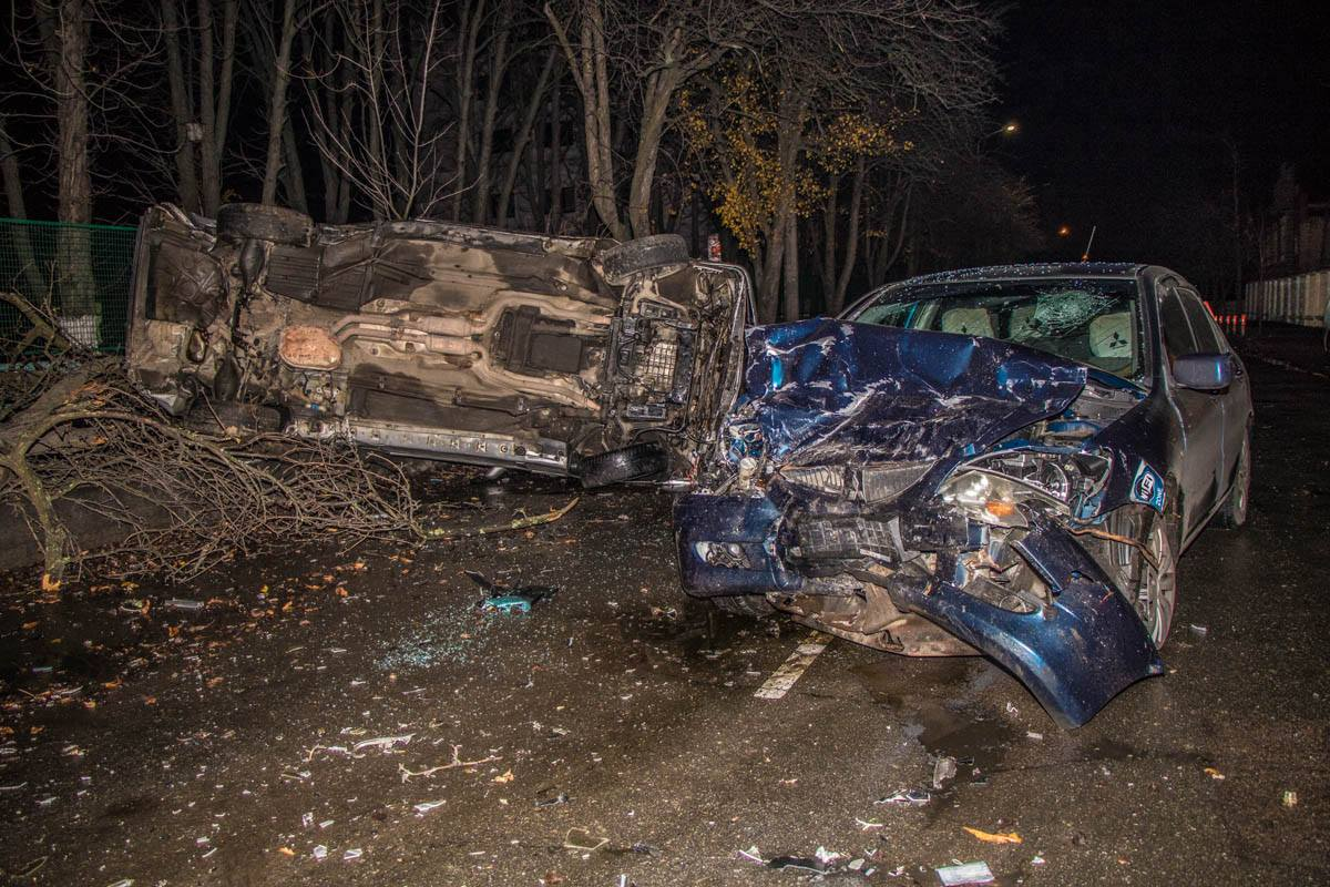 Mercedes и Mitsubishi столкнулись на улице Казацкая