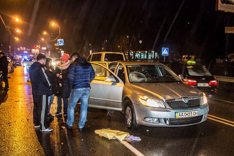 В Киеве на Минском проспекте сбили пешехода