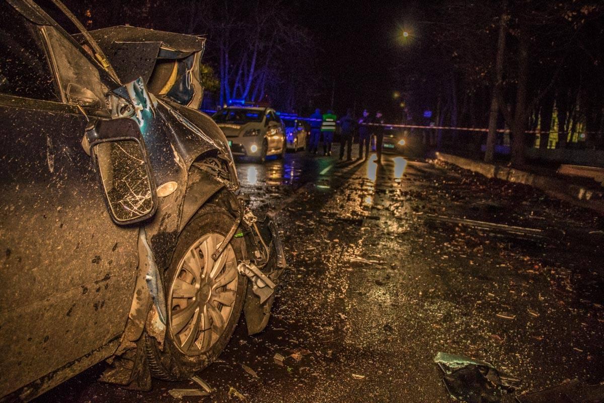 Водитель Mercedes предполагает, что вскочил в яму