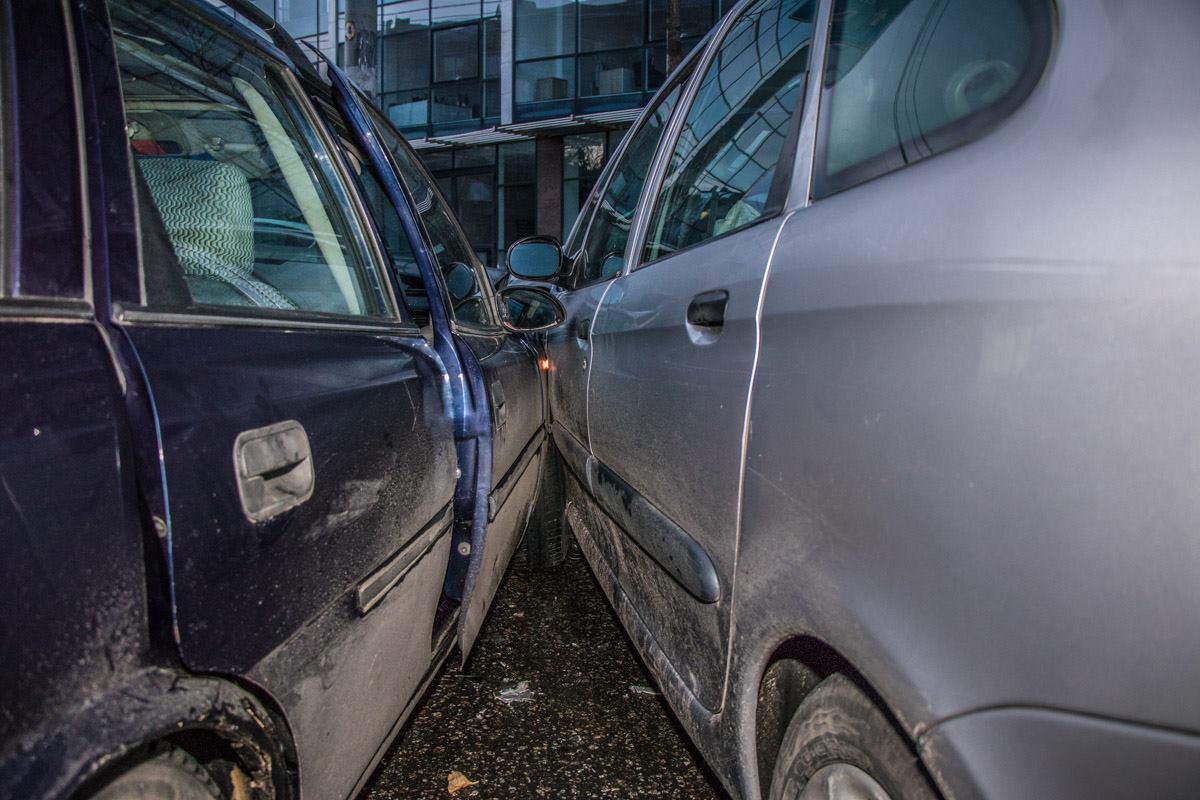 Водитель Citroen говорит, что Opel пересекал встречку