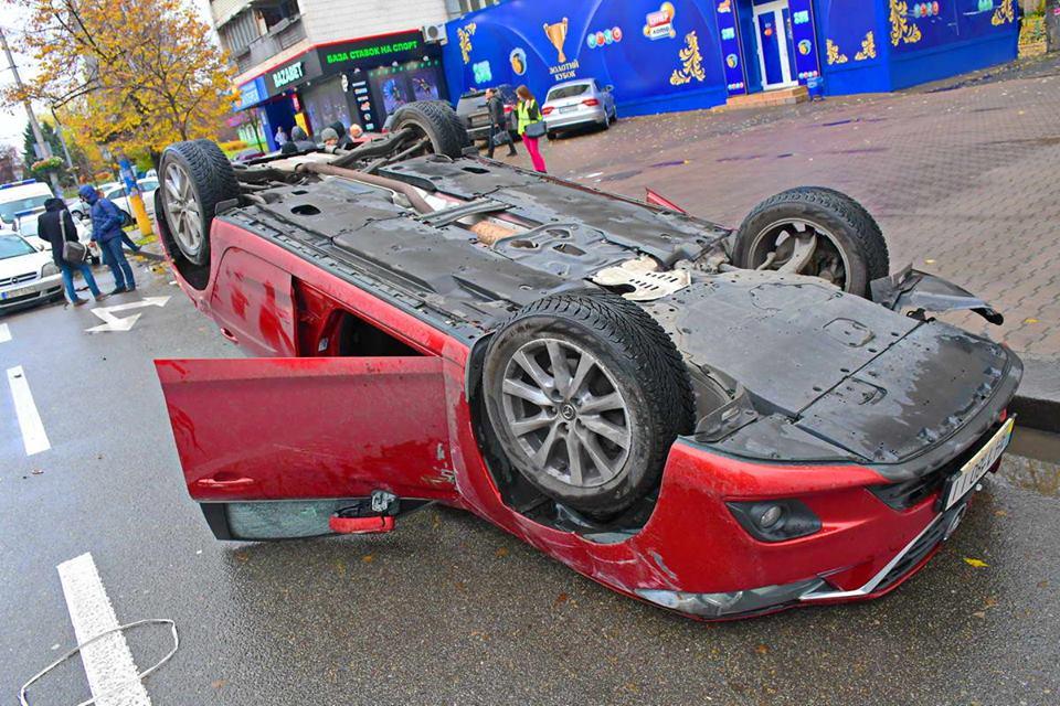 Opel съезжал на крайнюю левую полосу и подрезал Mazda 6