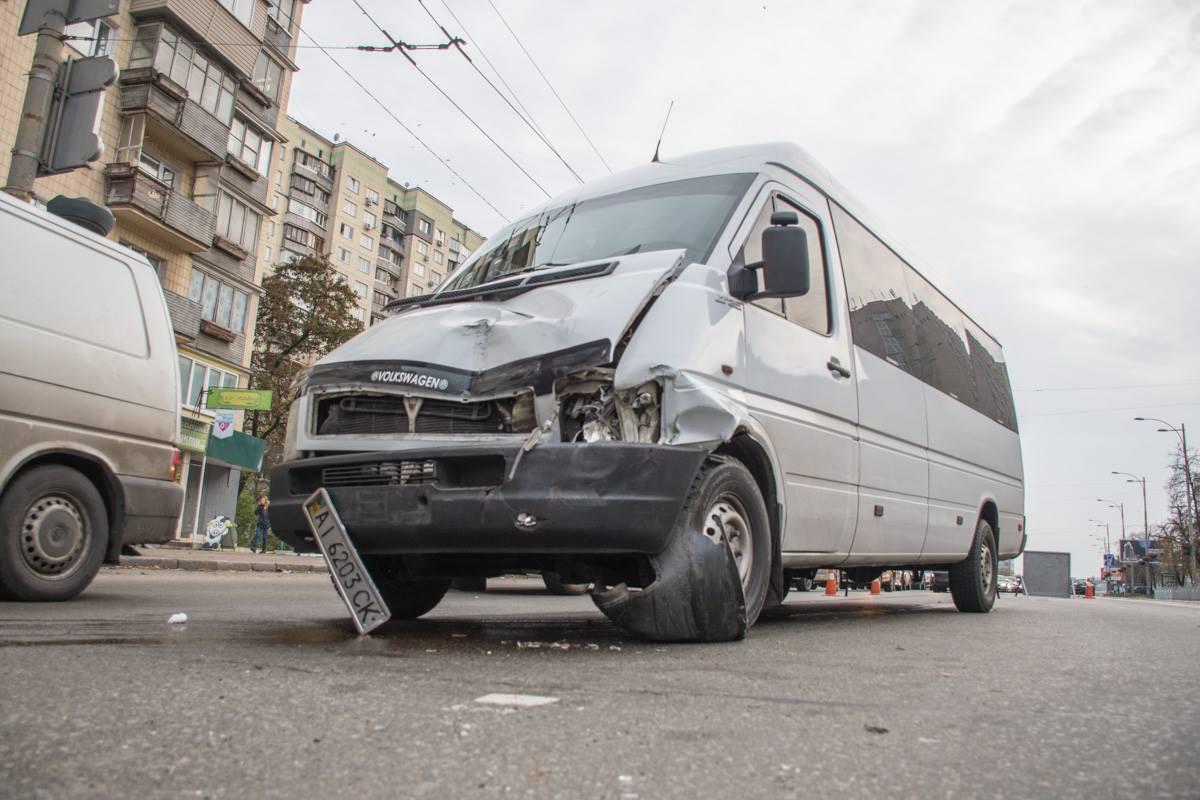 На Голосеевском проспекте 83-летний мужчина переходил через дорогу в неположенном месте