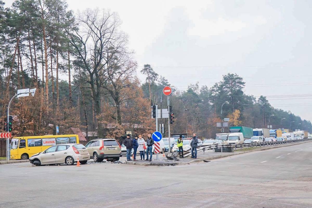 Из-за аварии, в сторону Ирпеня образовалась пробка