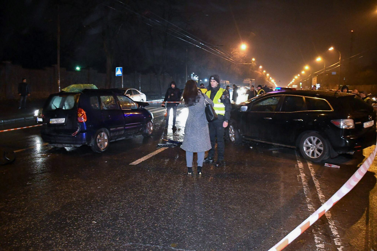 На место приехали родственники участников аварии