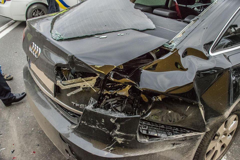 Водитель авто не пострадал, но его сына забрала скорая помощь для дальнейшего осмотра