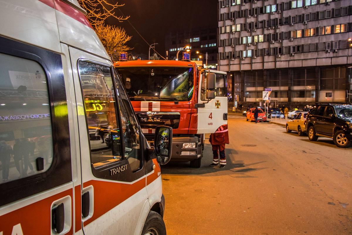 В администрацию торгового центра поступил звонок с информацией, что в здании находится взрывчатка