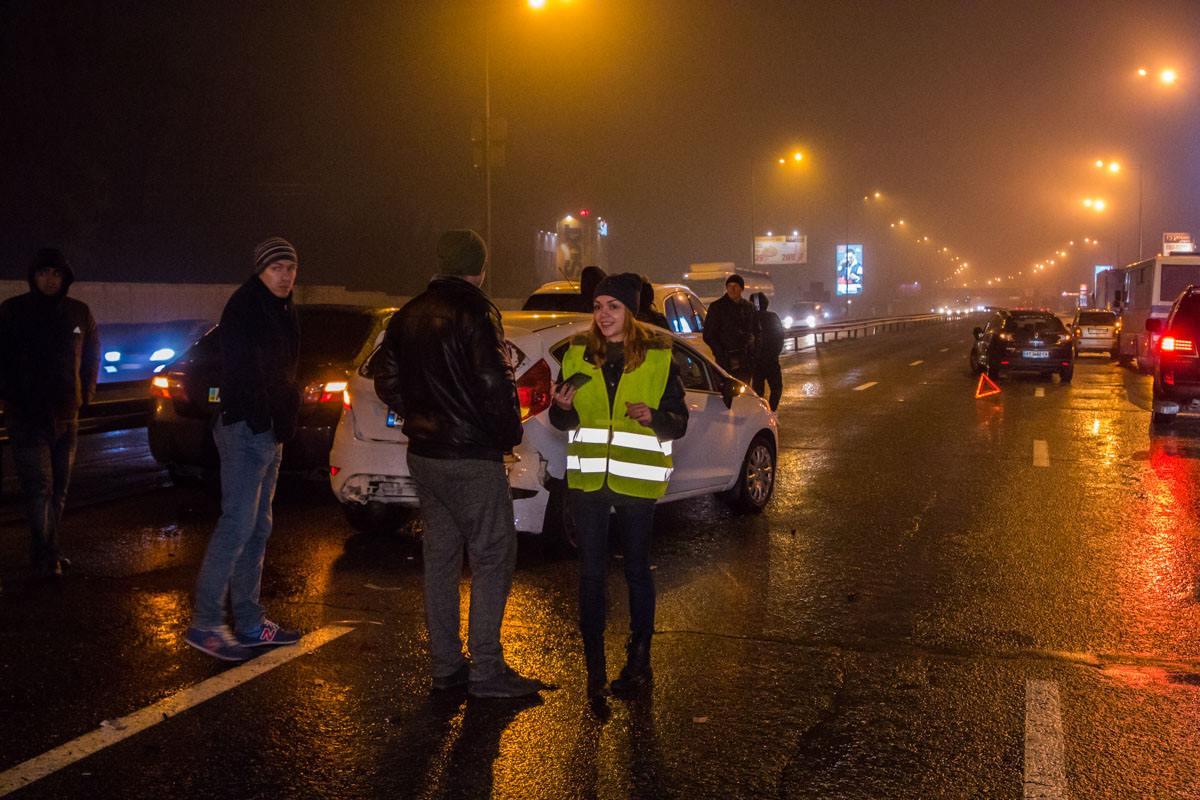 Водители дожидаются приезда патрульных