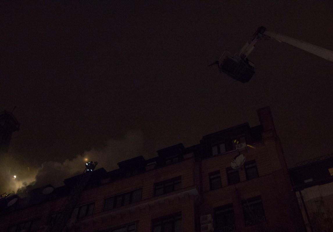 Возгорание на крыше спустя час вспыхнуло с новой силой