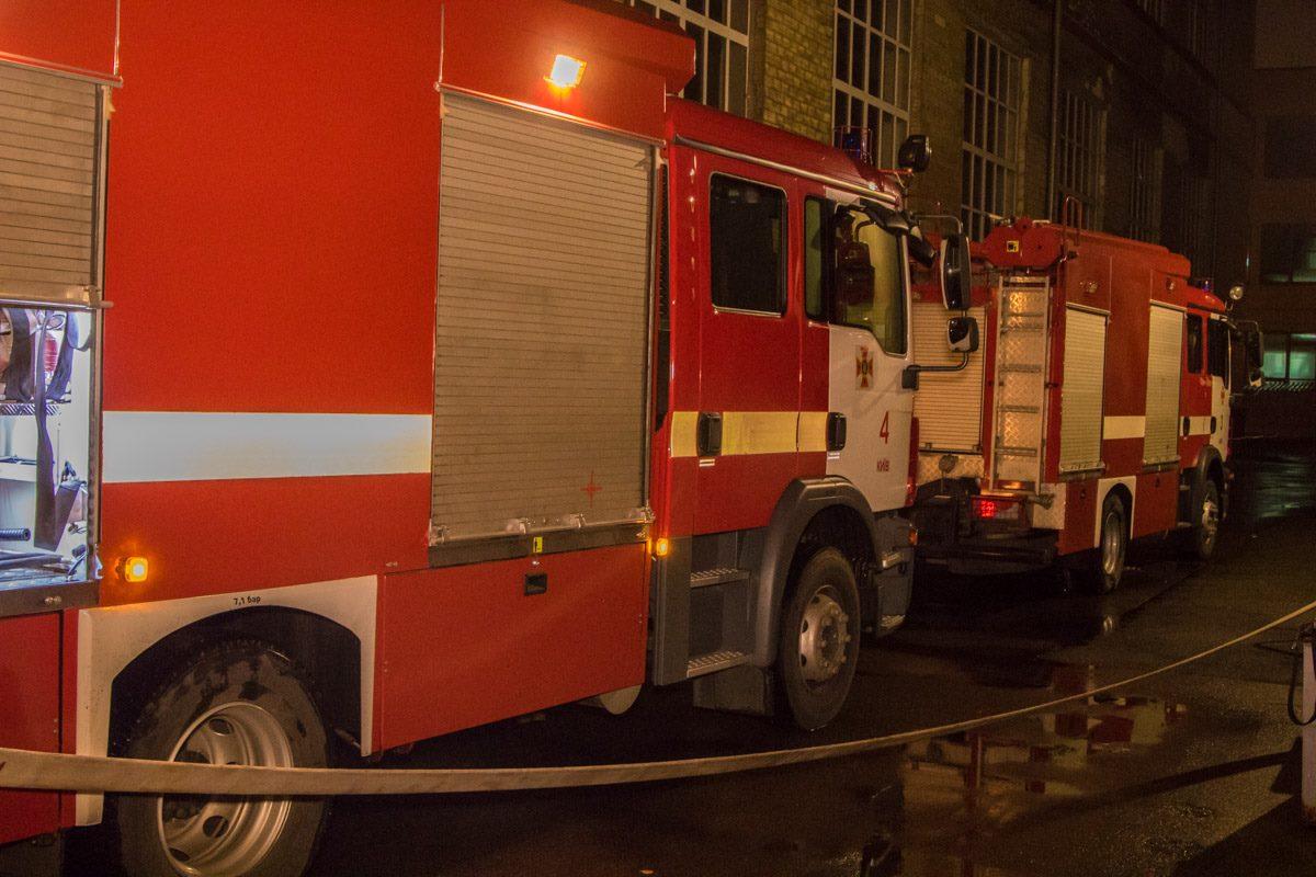К месту задымления прибыло несколько пожарных машин