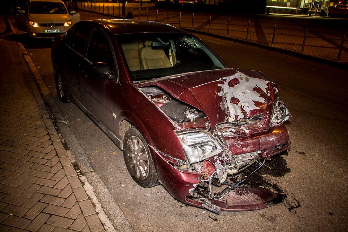 У Opel сильно разбита передняя часть