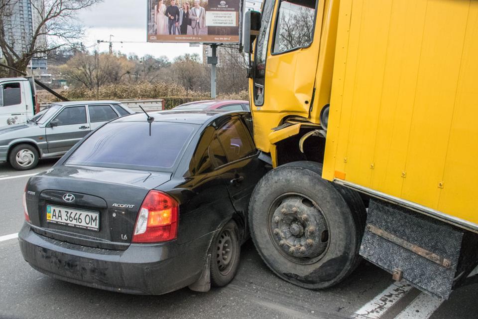 Столкновение с этим авто также обошлось без пострадавших