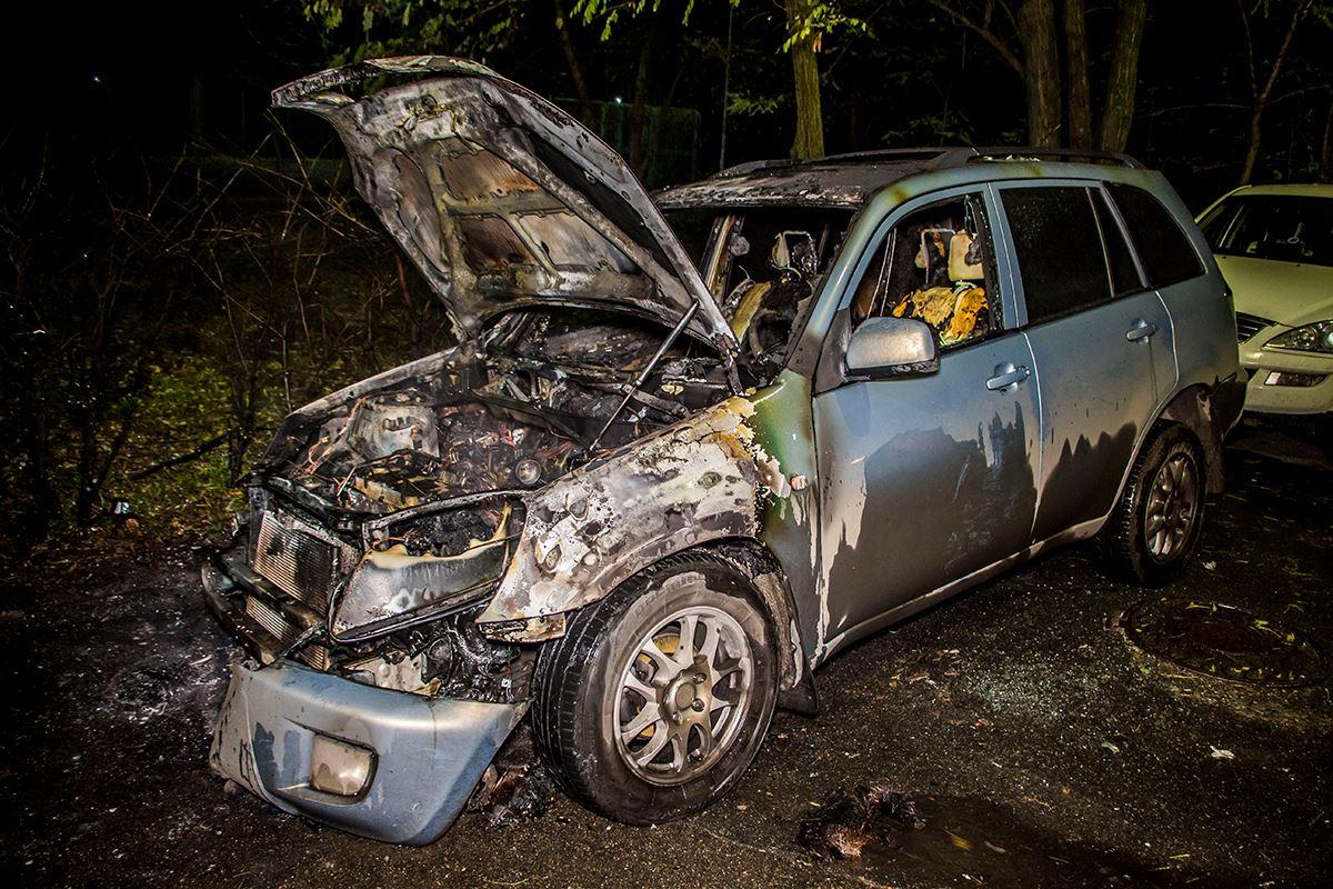 Пожар начался в передней части авто