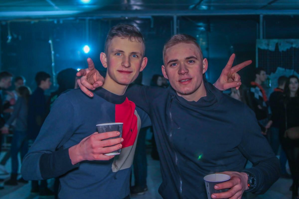 Двое румяных студентов