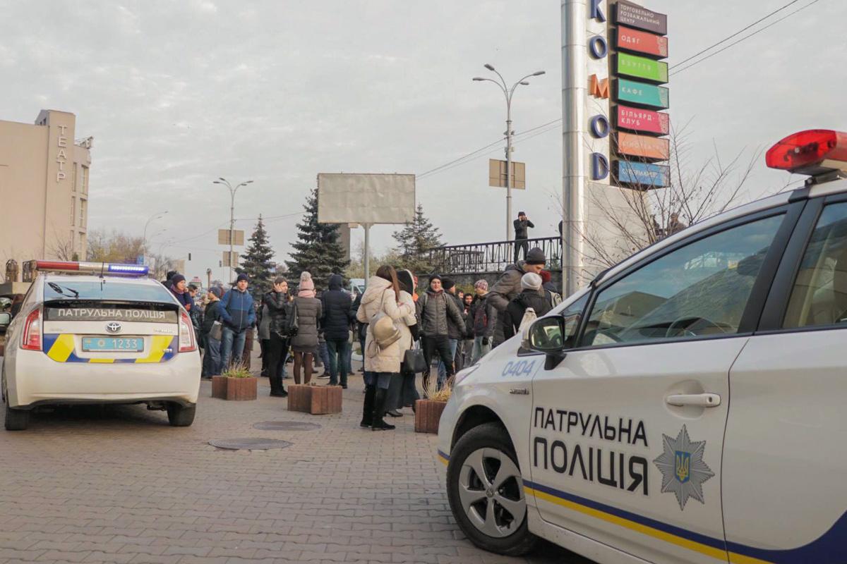 """В Киеве заминировали, помимо прочего, и тРЦ """"Комод"""""""
