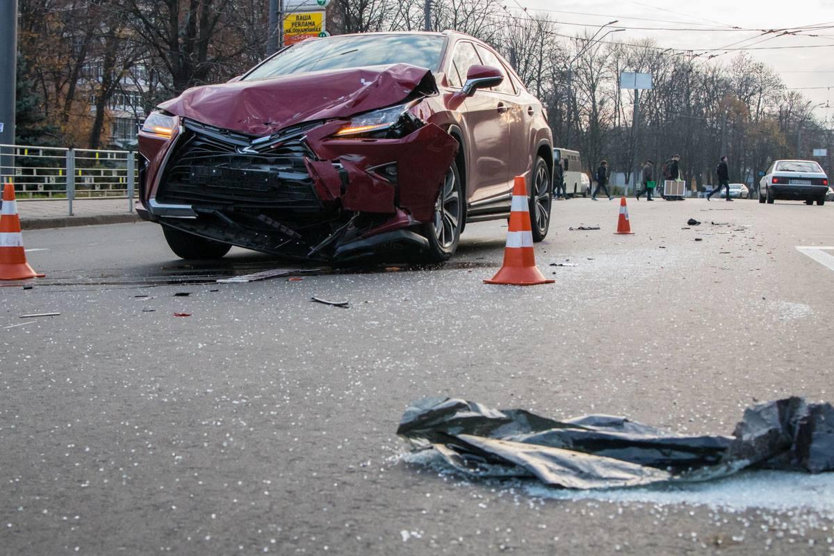 По словам патрульных, причиной аварии стала невнимательность девушки-водителя на Lexus