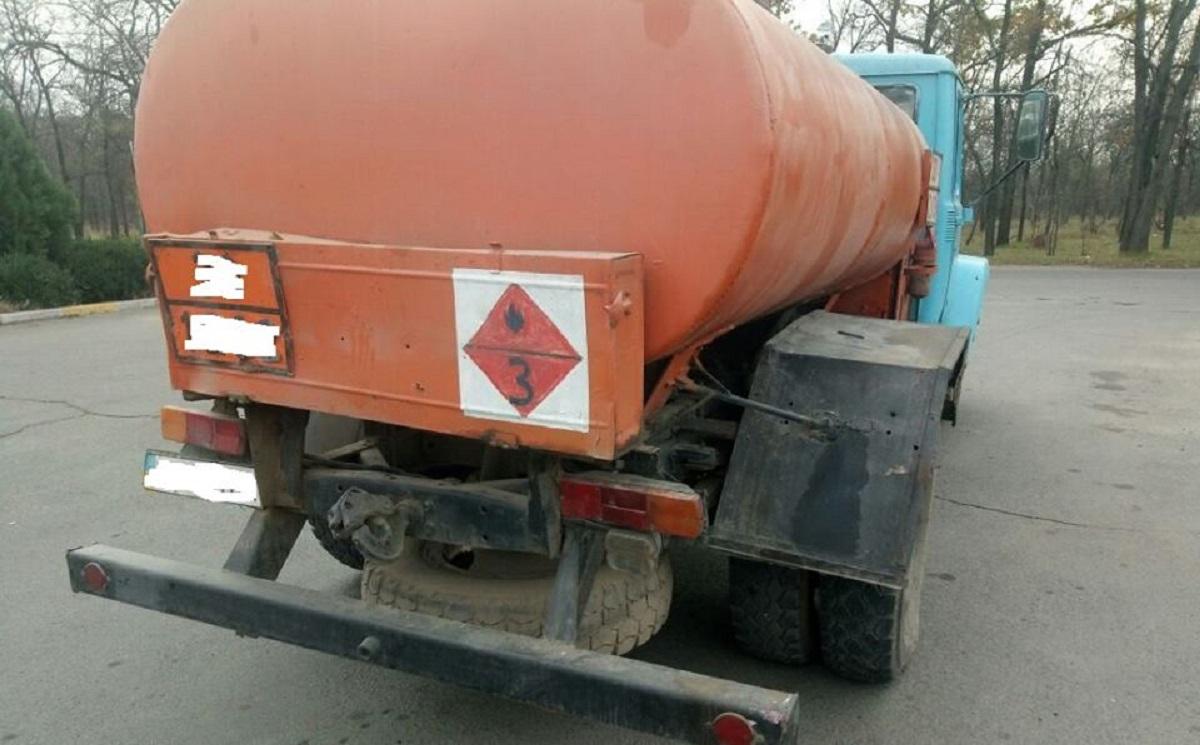 В Киевской области группа иранцев украли на АЗС 520 л топлива