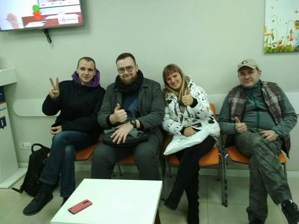 """Киевляне своезаконное право пользоваться горячей водой отстаивали до конца и даже заночевали в офисе """"Киевэнерго"""""""