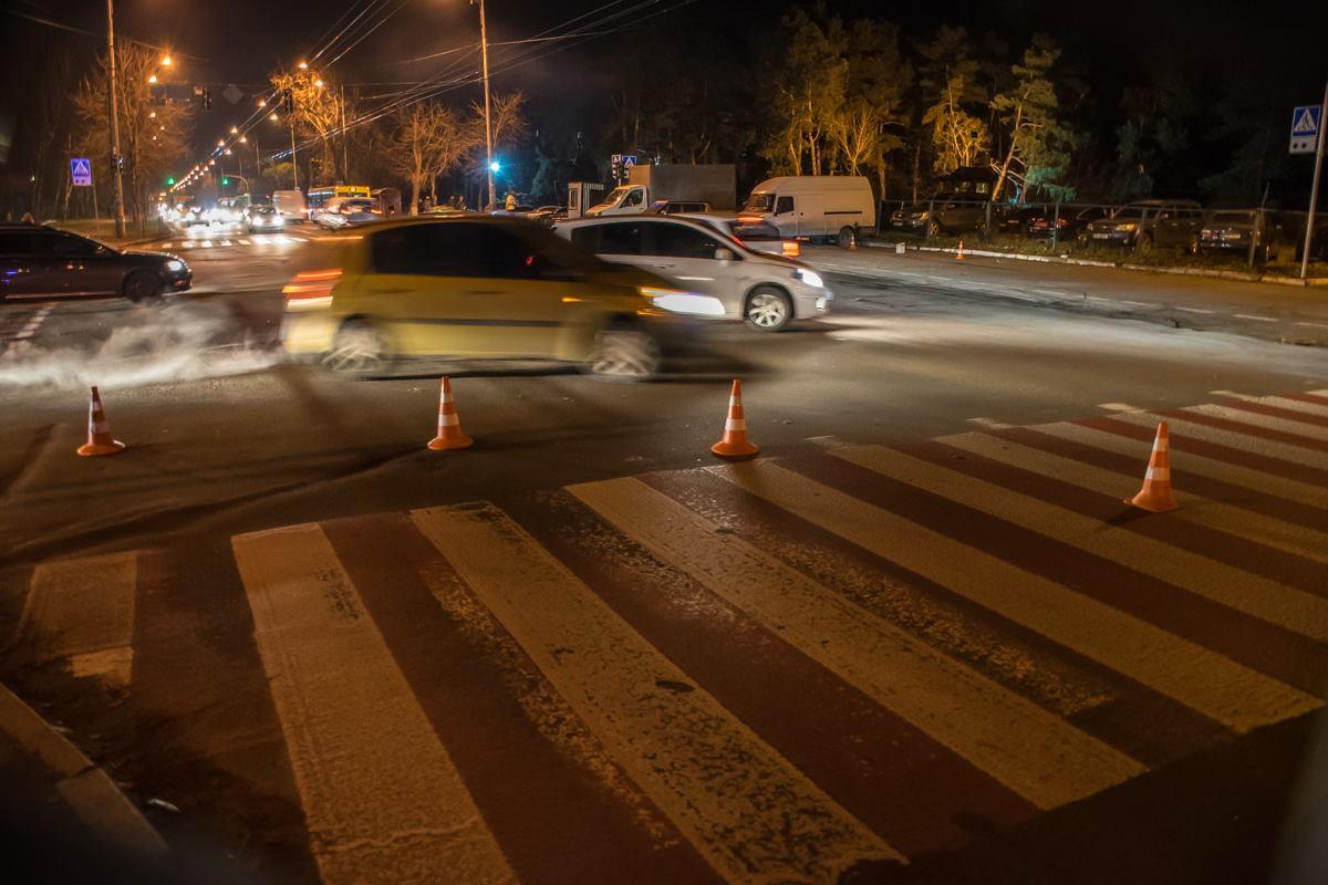 По словам водителя, парень переходил дорогу не по зебре