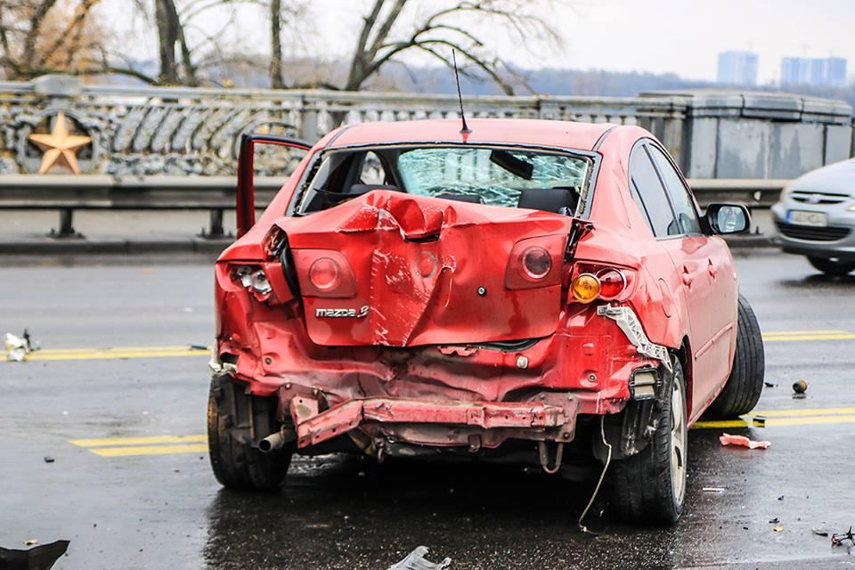 Водитель Mazda отказался от госпитализации, у него небольшие ссадины на лице
