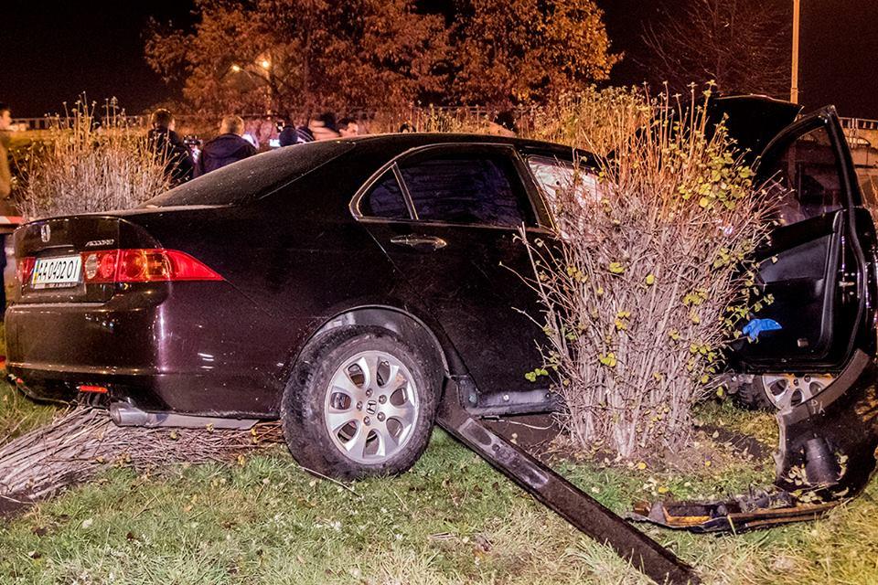 По словам водителя Honda, у него произошел приступ эпилепсии, после чего он выехал на тротуар и врезался в другое авто