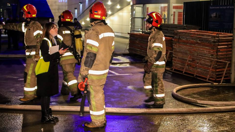 Работали 3 единицы пожарно-спасательной техники и 15 человек личного состава ГУ ГС ЧС в Киеве