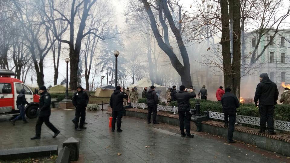 Под Верховной Радой случился пожар